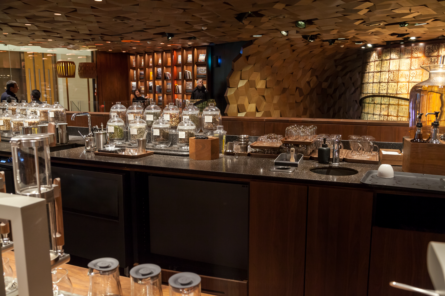 Corian 174 X Starbucks Opens World S Largest Reserve Roastery